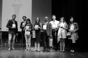 Tous les finalistes ont reçu des ouvrages Dalloz. Photo: Long Khuat.